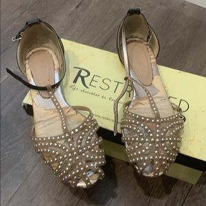 Restricted Carmelita Taupe shoes